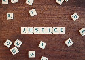 Justice - avec des lettres de scrabble
