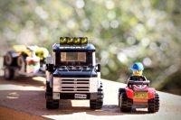 camion et voiture en lego